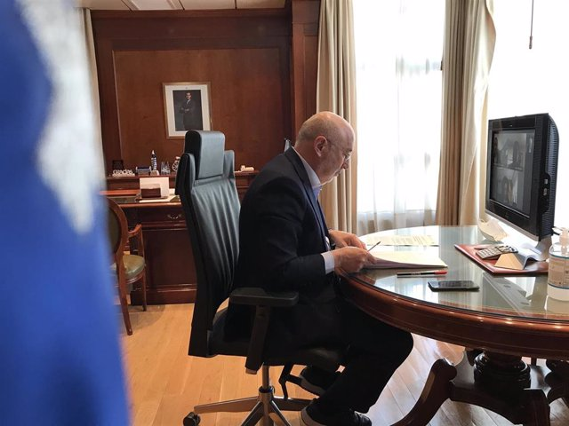 El delegado del Gobierno, Javier Losada, mantiene una reunión telemática, con responsables de Tráfico en la Comunidad