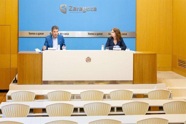 La consejera de Economía, Ïnnovación y EMpleo, Carmen Herrarte, y el asesor, Javier Puy
