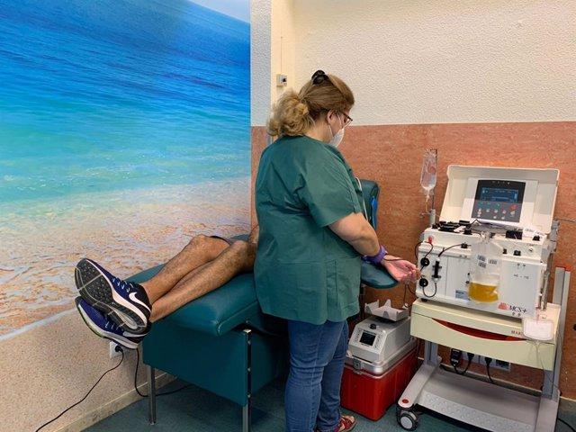 Once malagueños participan como donantes en un ensayo multicéntrico que quiere evaluar la eficacia de un tratamiento con plasma hiperinmune