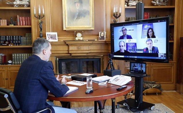 El rey mantiene una reunión por videoconferencia con representantes del Centro Español de la Logística