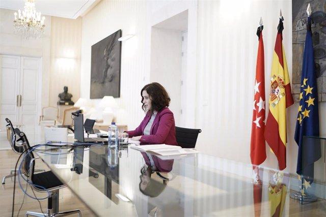 La presidenta de la Comunidad de Madrid, Isabel Díaz Ayuso, durante la reunión por videoconferencia mantenida hoy con los presidentes en Europa y España de la compañía Microsoft. En Madrid (España), a 22 de mayo de 2020.