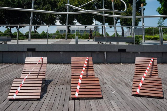 May 5, 2020 - Singapore, Republic of Singapore: During the partial lockdown cordoned off deckchairs remain empty along the waterfront promenade in Marina Bay.