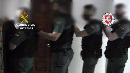 Liberan a ocho víctimas de explotación laboral en València y detienen a dos personas