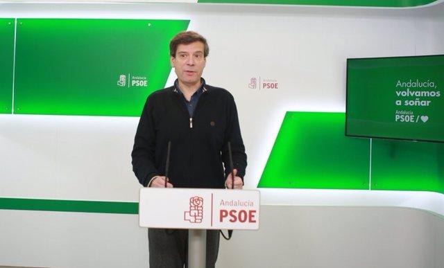 El portavoz de Presidencia del PSOE-A, Carmelo Gómez, en rueda de prensa. (Foto de archivo).