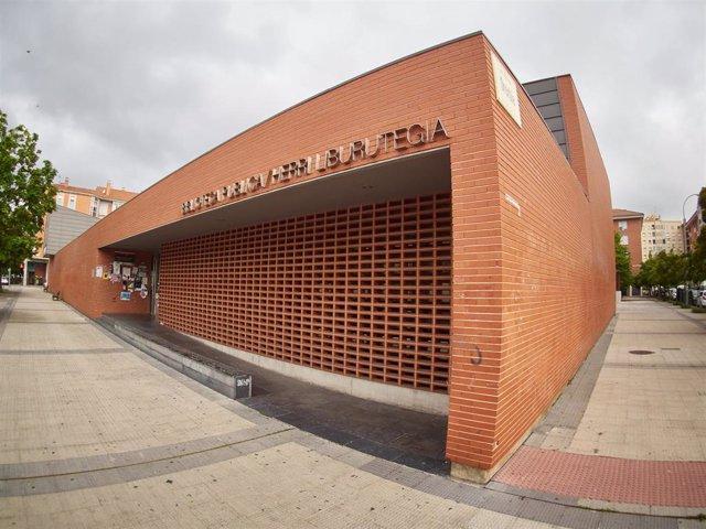 Las bibliotecas continúan cerradas en el primer día en el que se permite la salida de niños en el relajamiento de las medidas de confinamiento marcadas por el Gobierno de España durante el Estado de Alarma