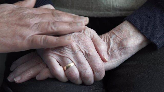 Coronovarius.- Las visitas a mayores en residencias en la fase 2 quedan limitada