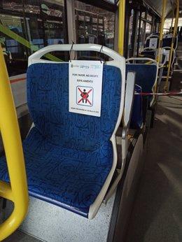 Cartel colocado en los autobuses de Santander en los asientos que no deben ser ocupados