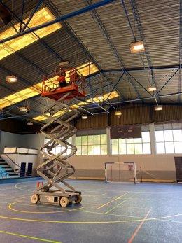 El Ayuntamiento de Alcalá de Guadaíra (Sevilla) mejora las instalaciones deportivas aprovechando el cierre por Covid-19