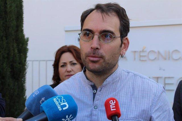 El coordinador de IU Andalucía y portavoz de Adelante Andalucía, Toni Valero, en una foto de archivo.