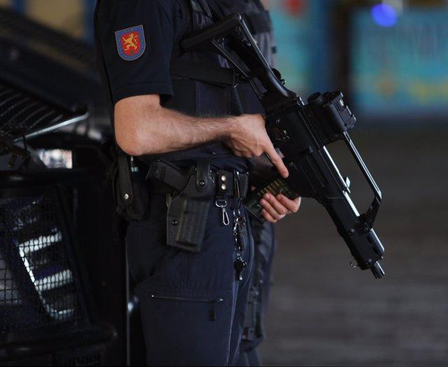 Agentes de la Policía Nacional desplegados en la calle