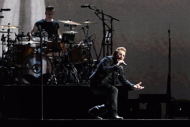U2 Performs At University Of Phoenix Stadium