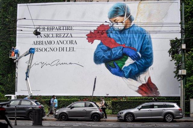 Un cartel de apoyo al personal sanitario en Italia