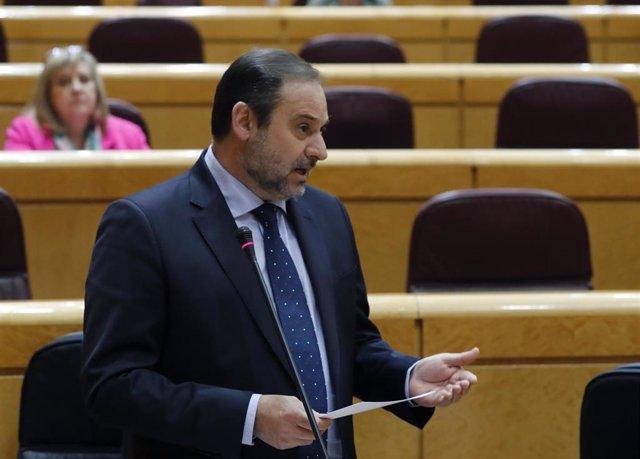 El ministro de Transportes, Movilidad y Agenda Urbana, José Luis Ábalos, durante su intervención este martes en la sesión de control al Gobierno en el Senado, en Madrid (España), a 5 de mayo de 2020.