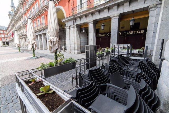 Terraza cerrada en el local Casa Yustas en la Plaza Mayor de Madrid.