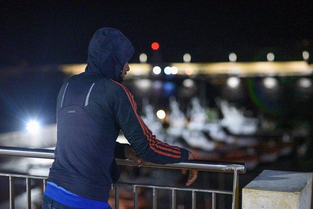 Imagen de un migrante africano en Lampedusa.