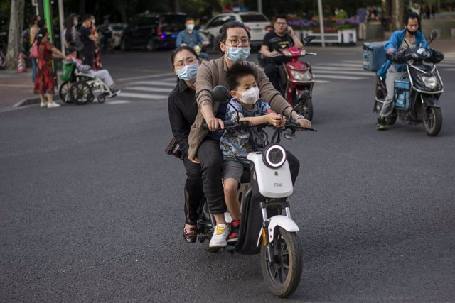 Coronavirus.- China plantea mantener hasta octubre ciertas restricciones a los v