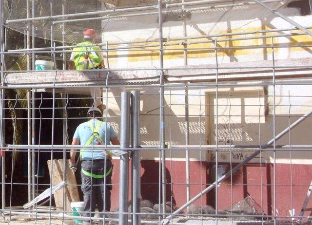 Arquitectos, arquitectos técnicos e ingenieros técnicos de obras públicas piden parar temporalmente las obras
