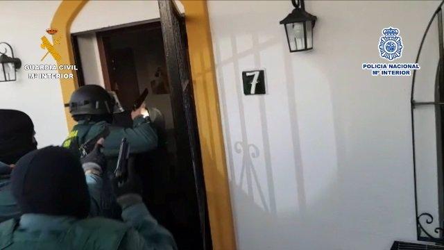 Operación conjunta de la Policía Nacional y la Guardia Civil para desarticular una organización criminal dedicada a la trata de seres humanos con fines de explotación sexual en Mijas.