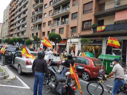 """Una caravana de unos 200 vehículos clama en Logroño """"contra la gestión del Gobierno en la crisis del Covid-19"""""""