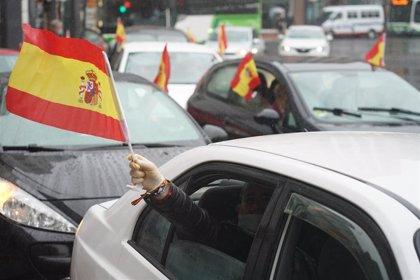 Vox protesta en Bilbao y Vitoria con caravanas de vehículos contra la gestión de Sánchez y pide su dimisión