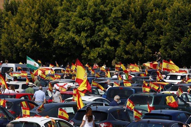 En Málaga Caravana de coches convocada por Vox contra la gestión del Gobierno de Pedro Sánchez en la crisis del coronavirus . Málaga a 23 de mayo del 2020