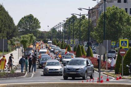 Centenares de coches arropados con banderas de España acuden a la llamada de Vox en 6 ciudades de C-LM