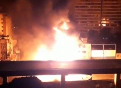 Venezuela.- Dos heridos tras una aparatosa explosión de un camión cisterna en una avenida del centro de Caracas