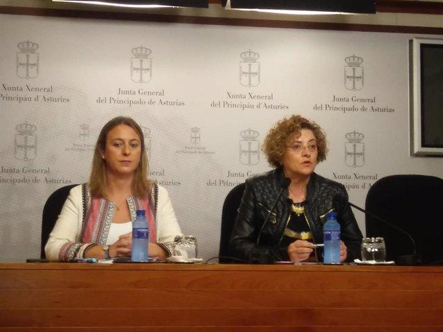 Las diputadas del PP en la Junta General Reyes Hurlé (i)., y Gloria García (d).