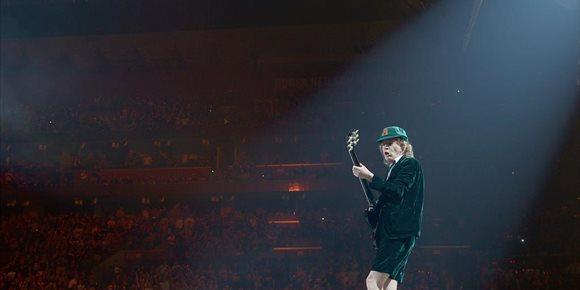 3. Un padre samplea a su bebé durante un año para 'cantar' el 'Thunderstruck' de AC/DC