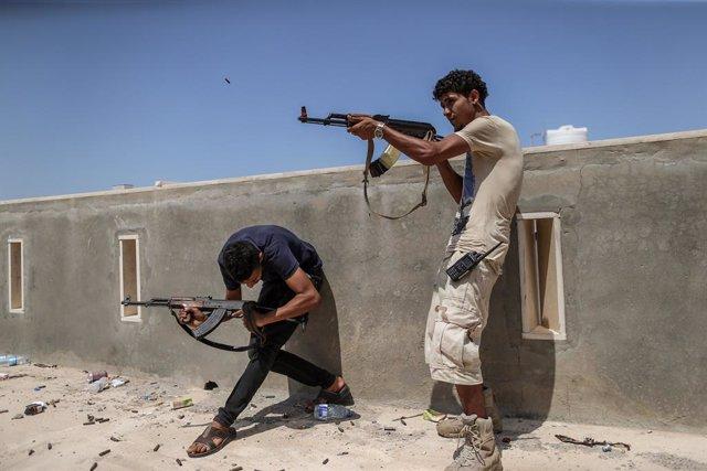 Libia.- Las fuerzas del Gobierno libio toman dos campamentos militares rebeldes