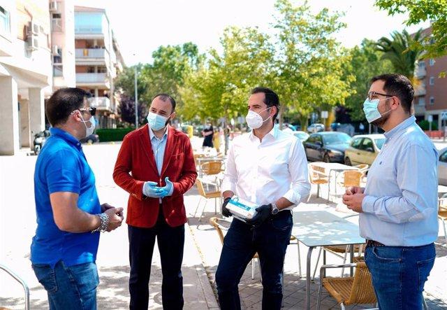 El vicepresidente de la Comunidad de Madrid, Ignacio Aguado, el consejero de Economía, Manuel Giménez, y el alcalde de Valdemoro, Sergio Parra.