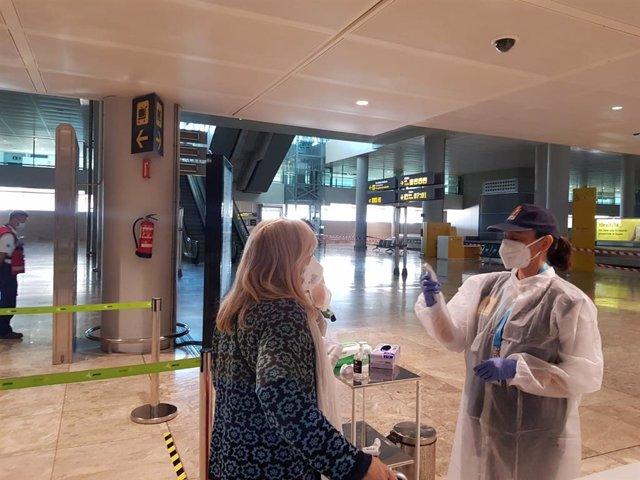 Control a la llegada de un vuelo desde Alicante