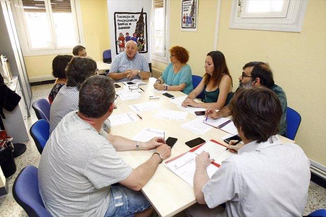 El presidente de la Federación de Asociaciones de Barrio de Zaragoza (FABZ) Manuel Arnal, junto al secretariado de la federación