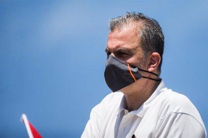"""Ortega Smith acusa al """"Gobierno criminal"""" de no avisar de efectos secundarios mortales de la Covid-19"""