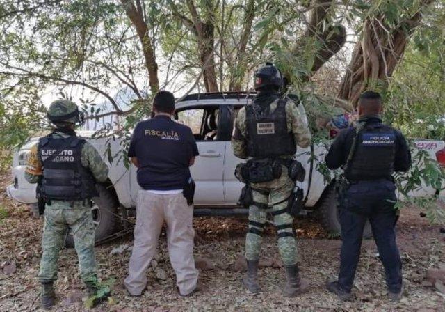 Agente de la Fiscalía y miembros de la Policía y del Ejército de México en Michoacán