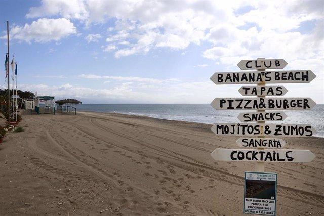 Vistas  del paseo marítimo de La Carihuela en Torremolinos, donde chiringuitos y establecimientos de restauración permanecen cerrados a la espera de la siguiente Fase 1 decretada por el gobierno español. Málaga a 15 de mayo del 2020