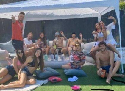 Cuatro jugadores del Sevilla se saltan el protocolo sanitario