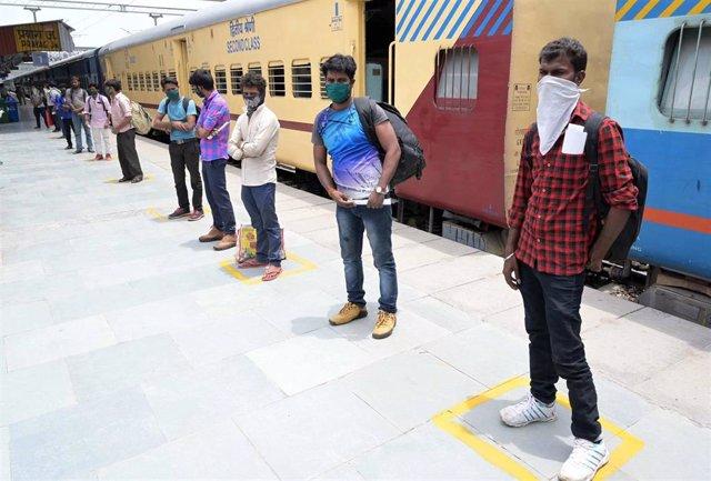 Un grupo de trabajadores repatriados a India