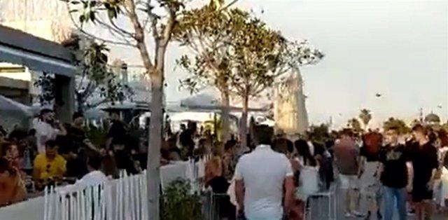 Imagen del vídeo de la aglomeración de personas en La Marina de València
