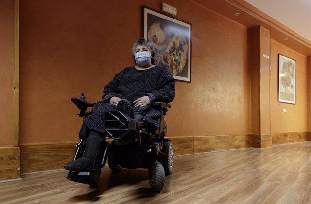 Fatiha, una residente con una discapacidad física de la Residencia de COCEMFE en Madrid