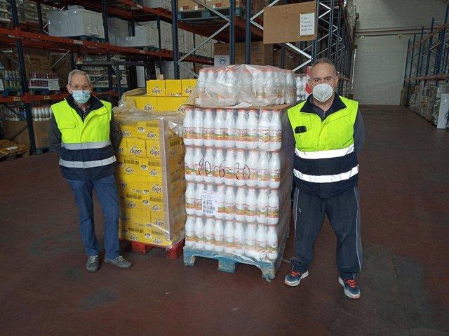Voluntarios del Banco de Alimentos en las instalaciones