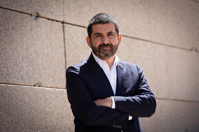 El conseller de Trabajo, Asuntos Sociales y Familias de la Generalitat de Catalunya, Chakir El Homrani, tras la entrevista de Europa Press