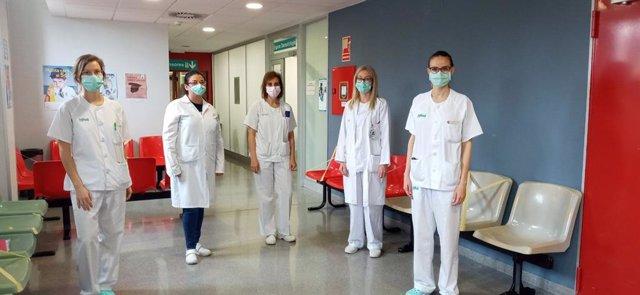 Las dermatólogas Alba Navarro, Paulina Cerro, Yolanda Gilaberte, Ana Morales e Isabel Abadías del Hospital Universitario Miguel Servet de Zaragoza