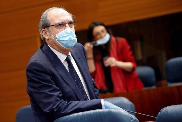 El portavoz del PSOE, Ángel Gabilondo durante la sesión de control al ejecutivo regional en la Asamblea de Madrid