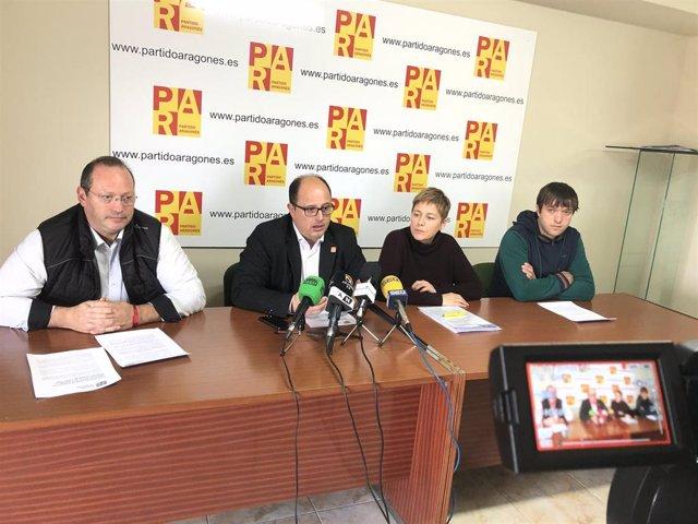 El Secretario Ejecutivo de Acción Territorial del Partido Aragonés, Alberto Izquierdo, con otros dirigentes de la formación en Teruel.