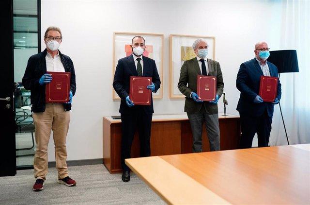 Firma de los agentes sociales de un acuerdo para la prevención de riesgos laborales asociados al Covid-19 en la Comunidad de Madrid