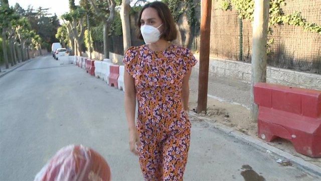 Tamara Falcó  con mascarilla sale a pasear