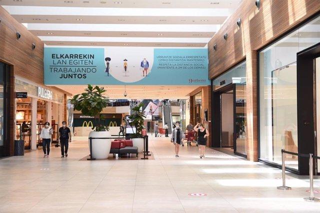 Los establecimientos del centro comercial Garbera abren sus puertas en la fase 2 de la desescalada
