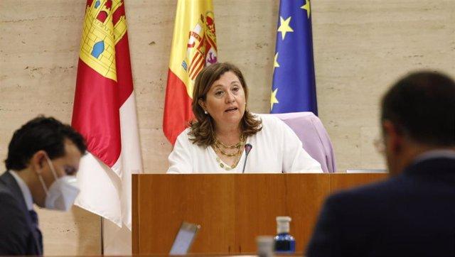 La consejera de Educación, Ros Ana Rodríguez, en comisión