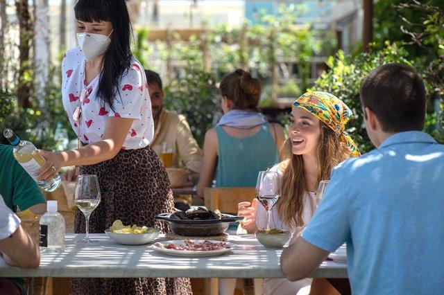 Economía.- Grupo Tragaluz & En Compañía de Lobos reabre sus restaurantes de Madr